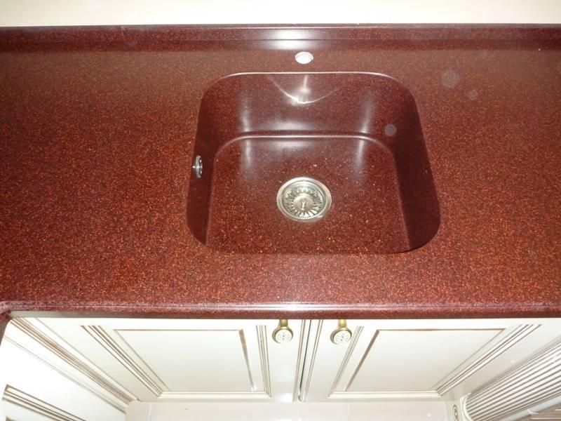 Кухонная мойка из искусственного камня красная