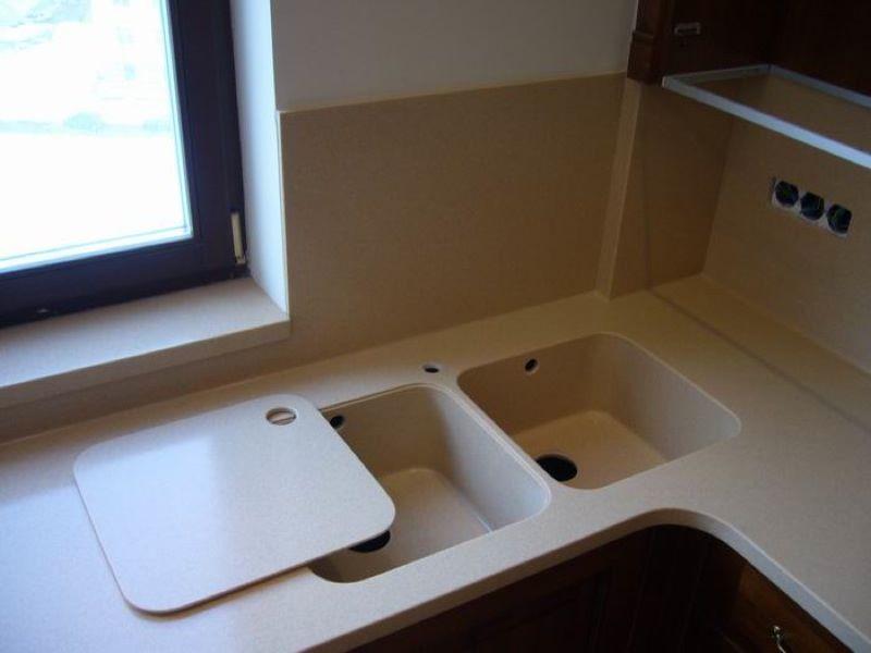 Кухонные мойки из искусственного камня белые